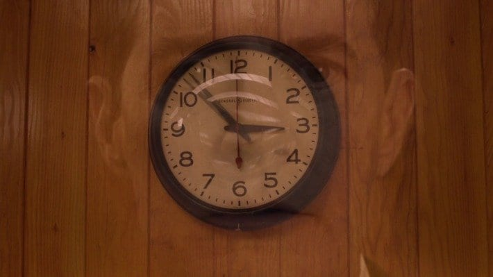 the superimposition of the face of Cooper (Kyle MacLachlan) over the clock