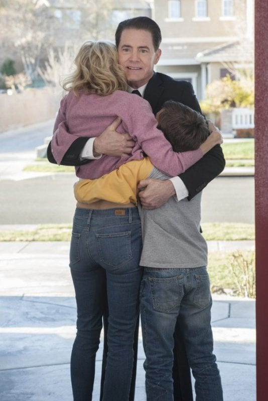dale cooper hugs janey-e and sonny jim on his doorstep