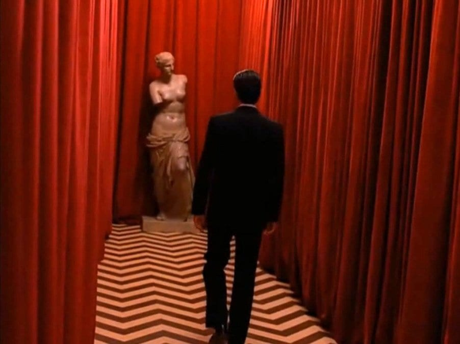 Cooper walks the black lodge with the venus statue