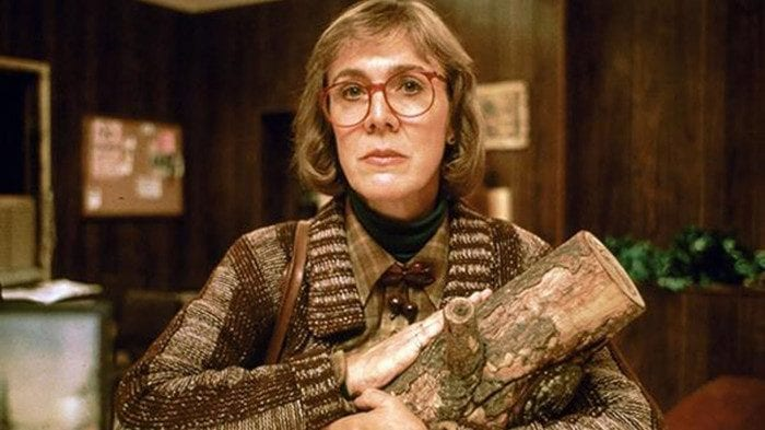 the log lady with her log at the sheriffs station