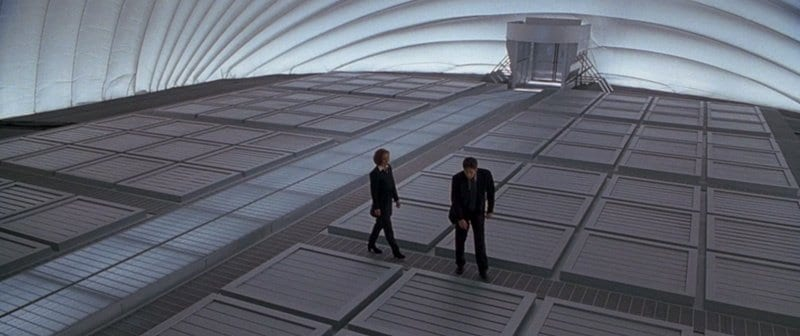 Scully (Gillian Anderson) and Mulder (David Duchovny) in <em>The X-Files in a large futuristic empty space