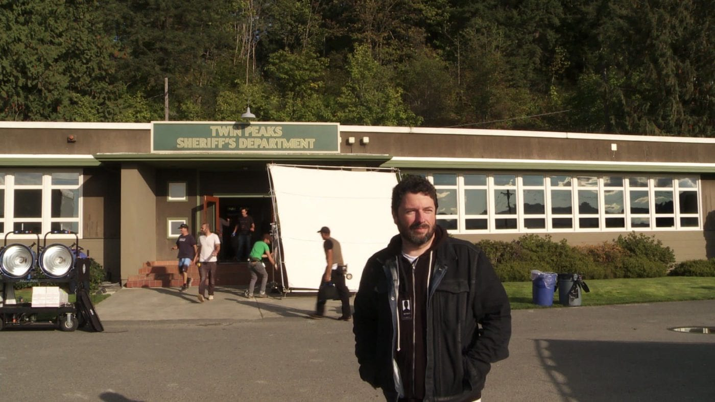 Charles De Lauzirika outside the Twin Peaks sheriffs station set