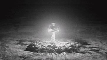 Trinity explosion mushroom cloud