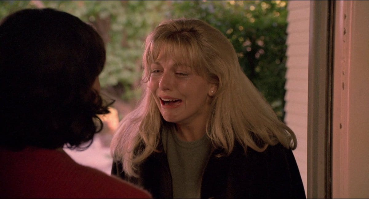 Laura Palmer crying in Donna's door