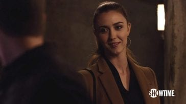 Madeline Zima as Tracey in Twin Peaks smiling flirtatiously at Ben