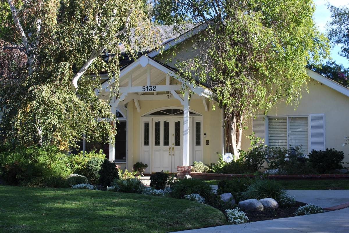 Heather Langenkamp's house in Wes Craven's New Nightmare in the movie and as it appears today