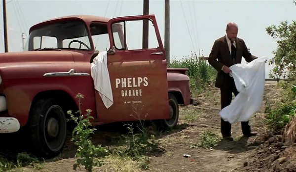Dr Loomis finds the truck that Michael Myers escaped in