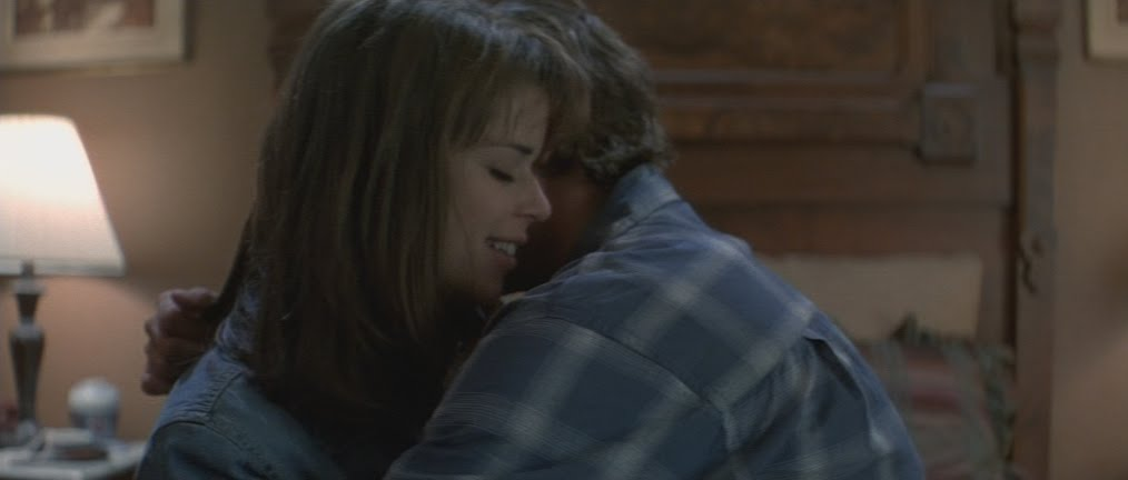 Sidney hugs her boyfriend in Scream
