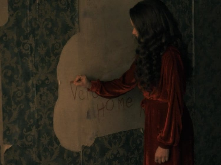 Olivia (Carla Gugino) loses her mind and her life at Hill House, The Haunting of Hill House, Netflix