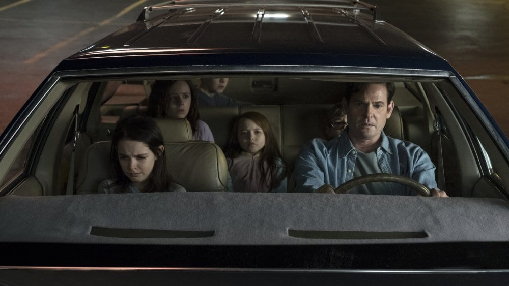 The Crain family flee Hill House, leaving Olivia, their mother behind. The Haunting of Hill House, Netflix 2018