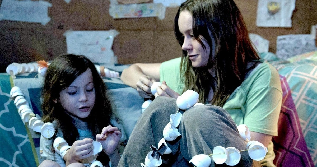 Jacob Tremblay and Brie Larson in Room making shell garlands