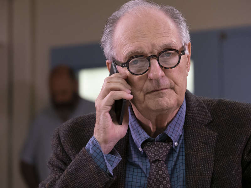 Alan Alda playing Ray Donovan's Psychoanalyst in S6 Episode 9, Dream On