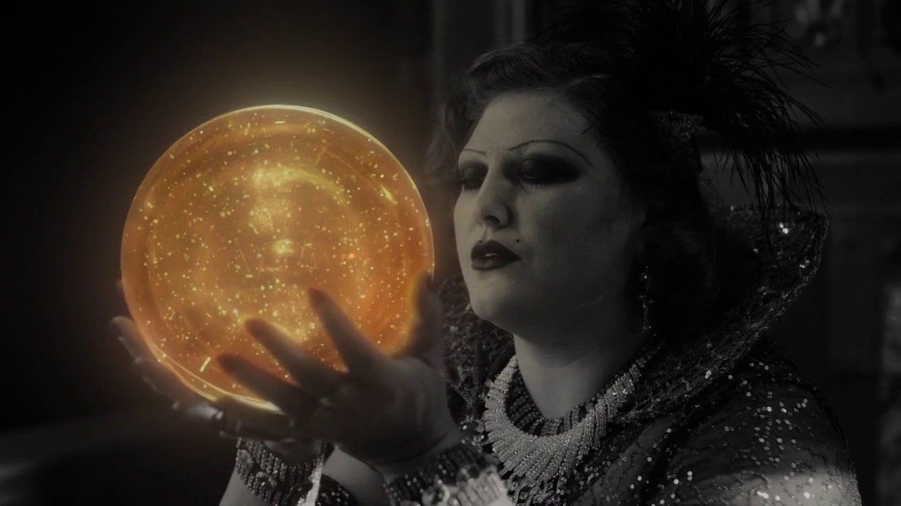 Joy Nash as Senorita Dido kissing the Golden Orb in Part 8 of Twin Peaks: The Return