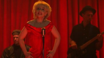 Julee Cruise performs in The Roadhouse in Twin Peaks