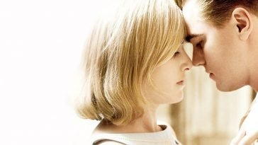 kate winslet leonardo dicaprio close up two people with their foreheads touching