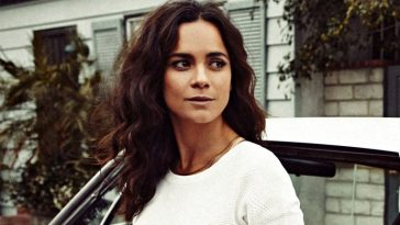 Alice Braga headshot