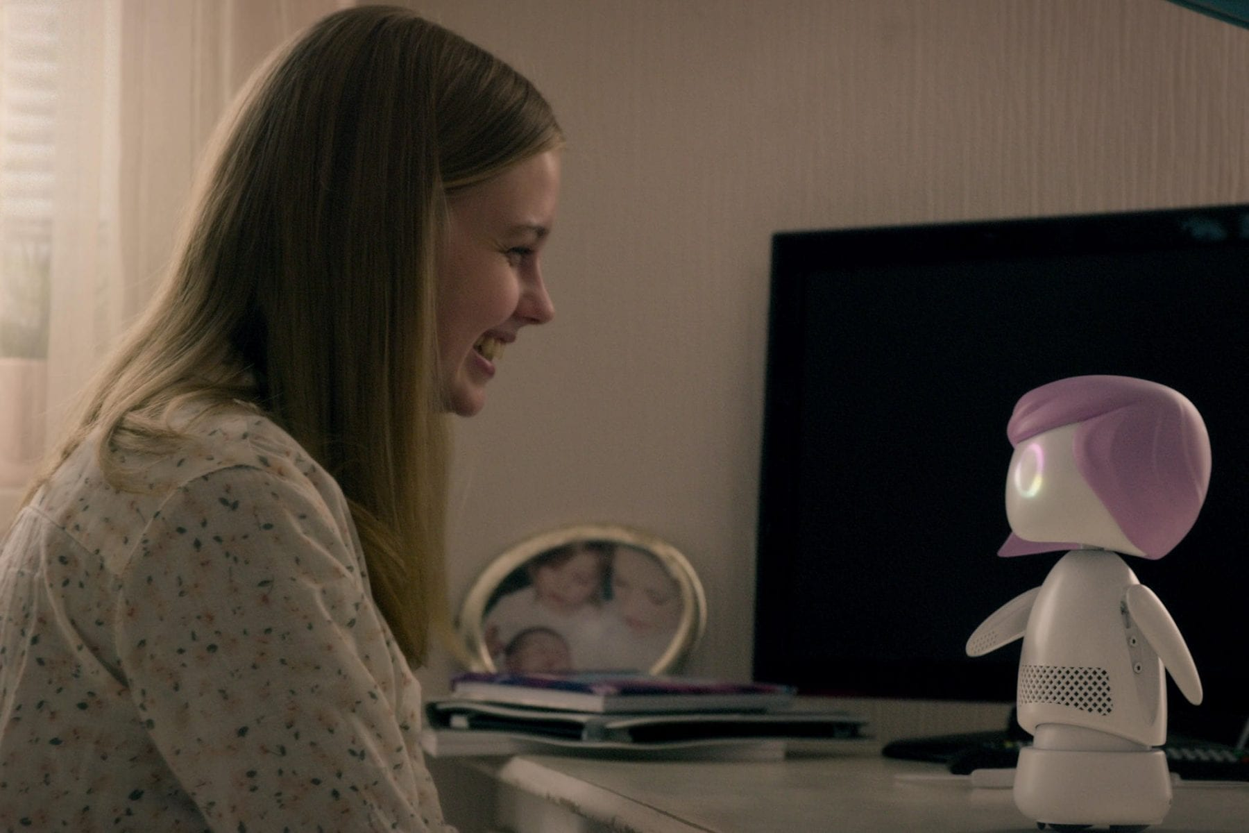 Rachel meets her Ashley Too in Black Mirror