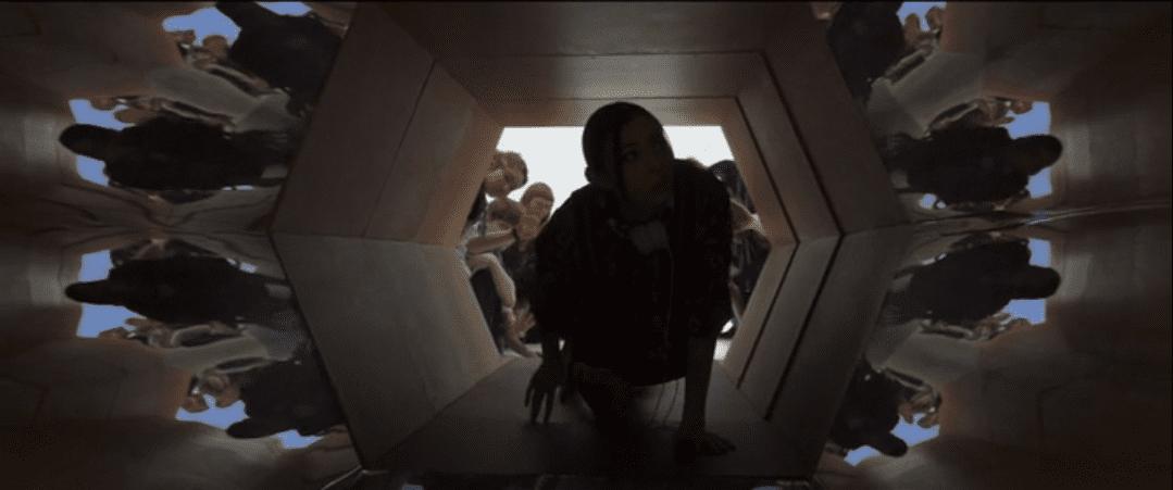 Switch crawls though a tunnel in Legion