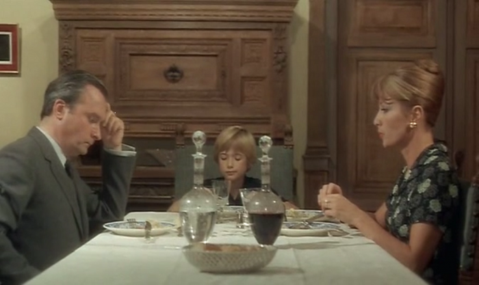 A family sit at the dinner table