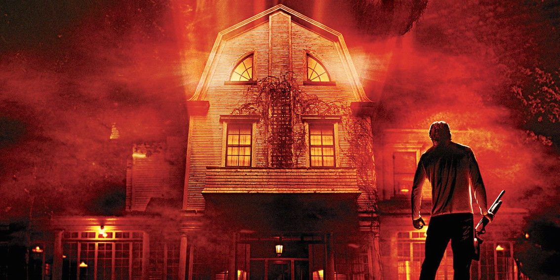 Man George Lutz stands in front of house in the remake of The Amityville Horror