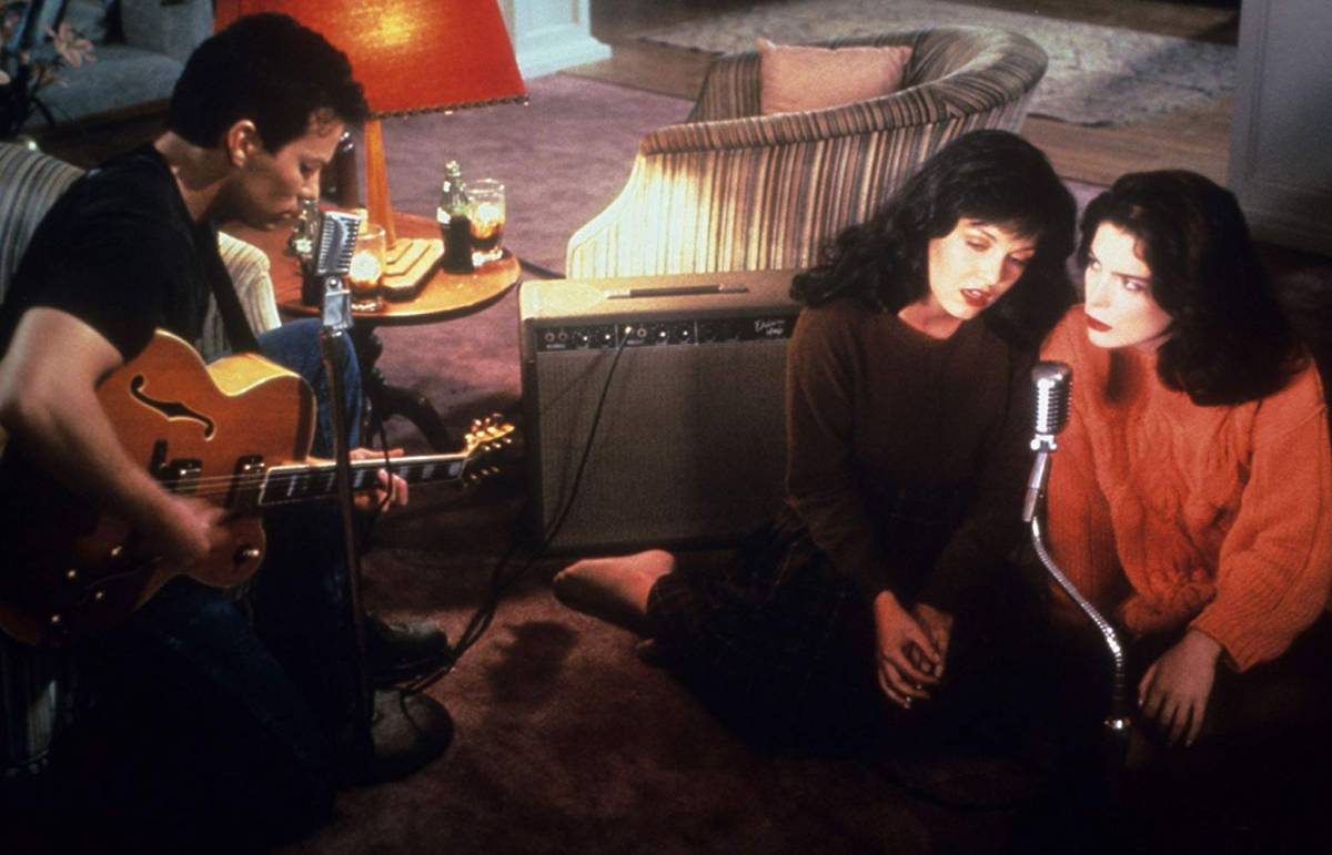 "James (James Marshall) sings ""Just You"" with Donna (Lara Flynn Boyle) and Maddy (Sheryl Lee) in Twin Peaks"