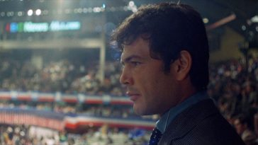 """Robert Forster filmed looking over the 1968 Democratic National Convention in """"Medium Cool"""""""