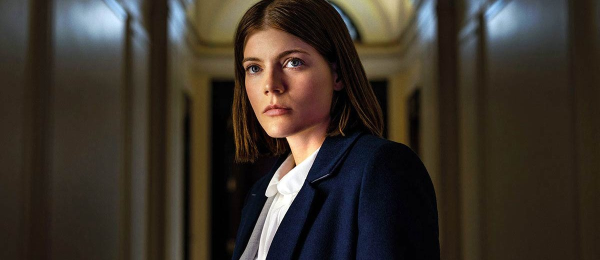 Myfanwy Thomas (Emma Greenwell) standing in hallway