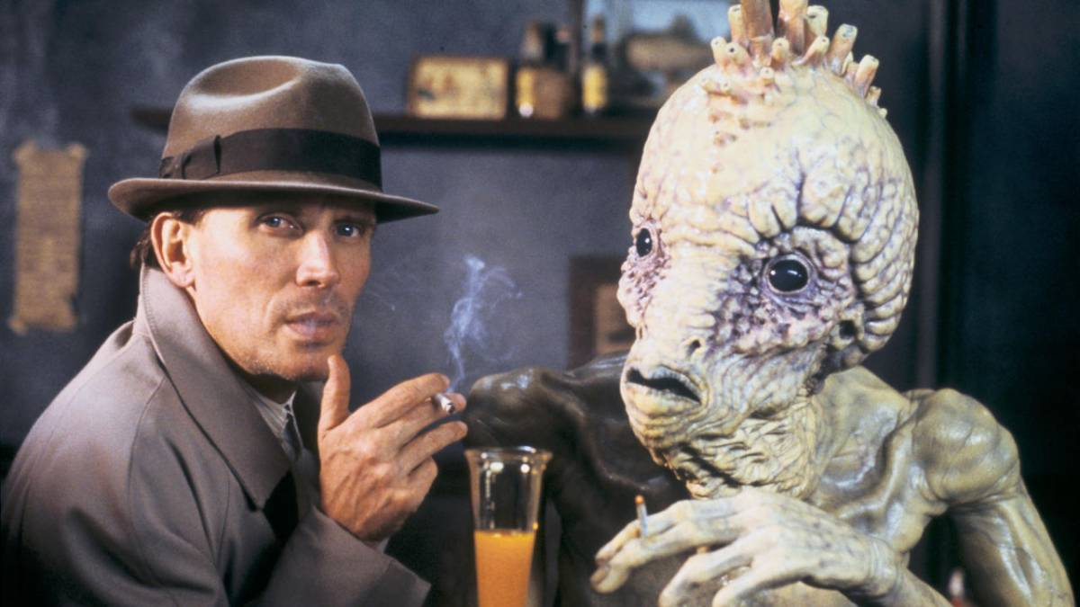 William Lee (Peter Weller) shares a smoke and a drink with a Mugwump in David Cronenberg's Naked Lunch (1991)