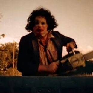 Leatherface runs with a chainsaw