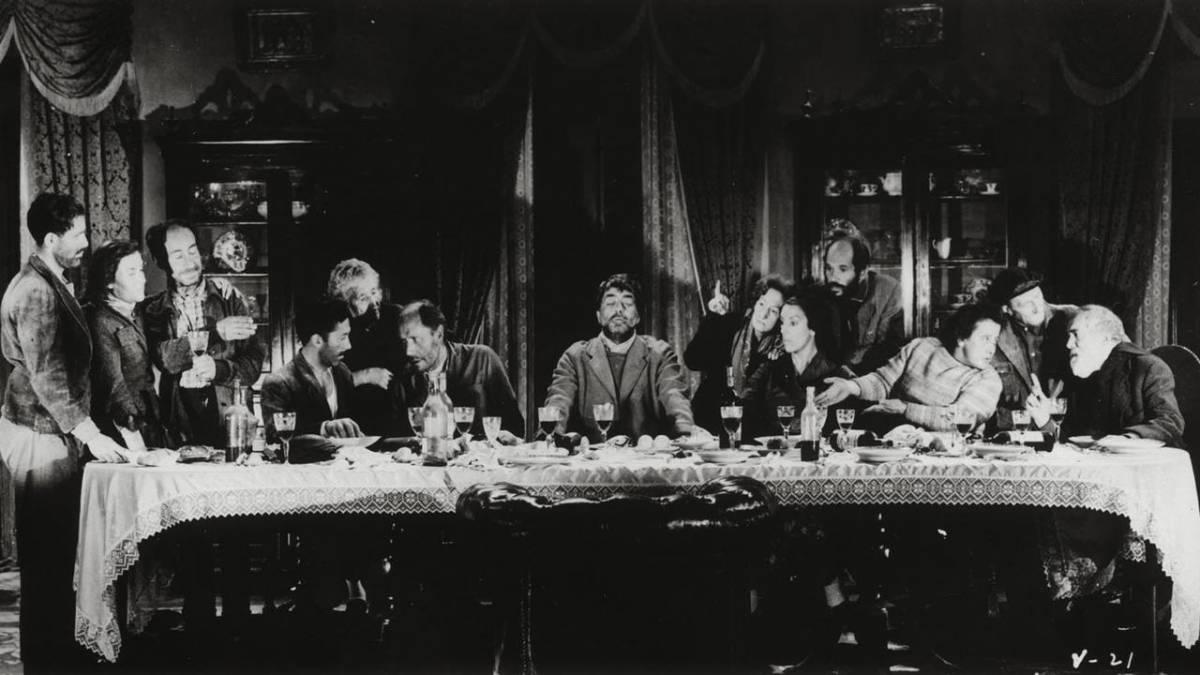 A group of beggars re-enact Da Vinci's Last Supper in Luis Bunuel's Viridiana (1961)