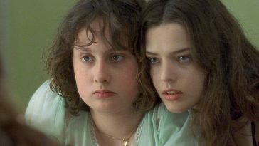 Anais and Elena in Fat Girl (2001)