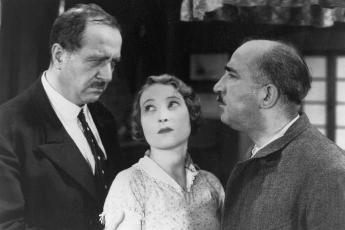 Panisse and César argue, with Fanny standing between them.