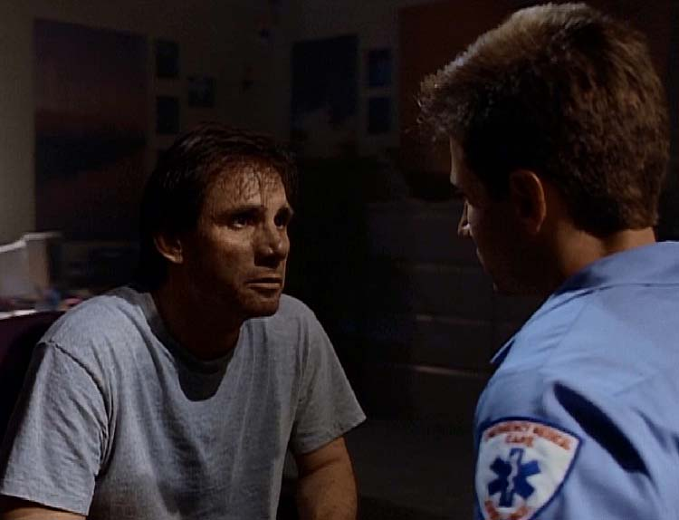 Duane Barry holds Mulder hostage and hopes Mulder believes his alien abductions as truth.