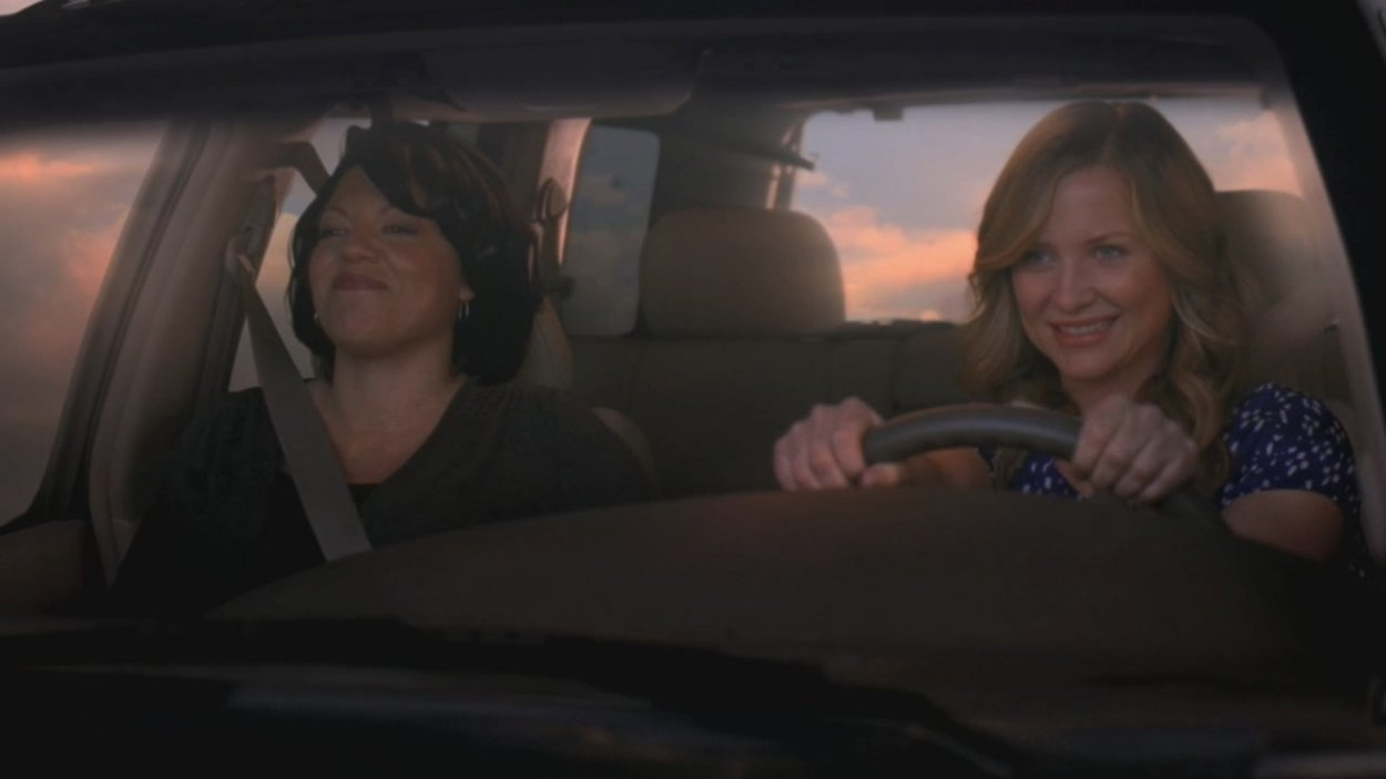 Callie and Arizona in a car together, looking very happy to be driving somewhere. Arizona is at the wheel.