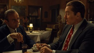 Joe Pesci and Robert De Niro sit to dinner