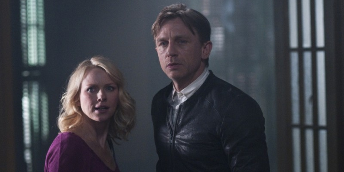 Naomi Watts as Ann staring at something in fear before her, Daniel Craig as Will exhibiting a blank expression in Dream House