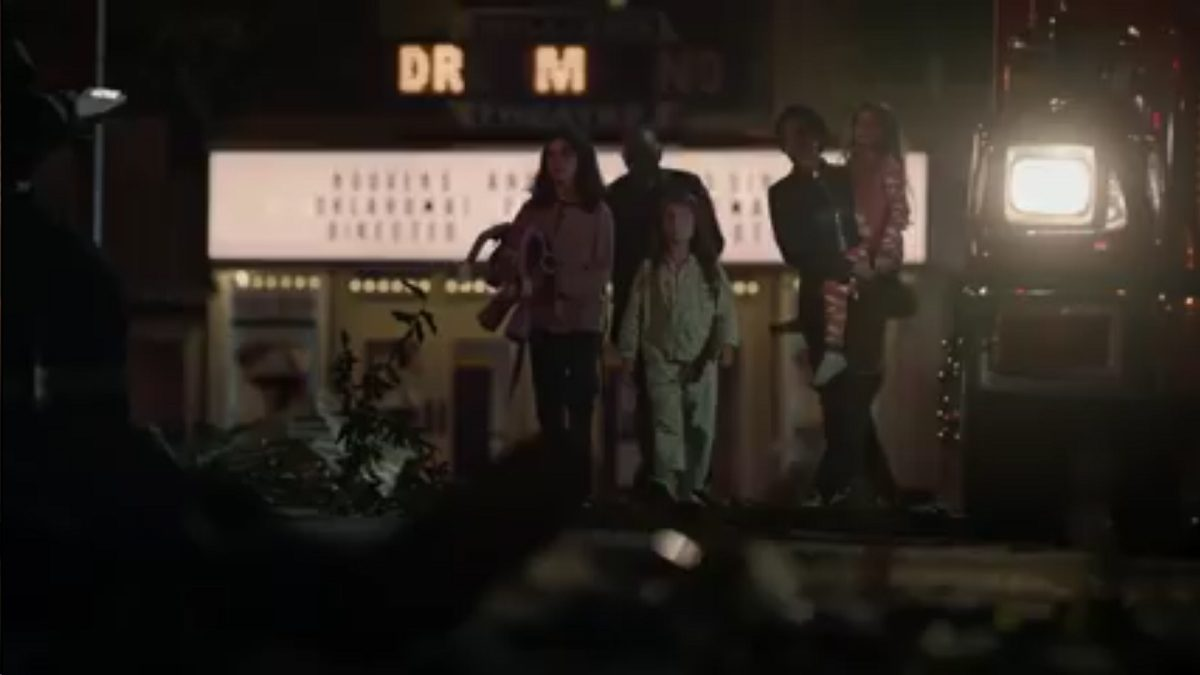 Watchmen - Angela and her family walk through the carnage, the Dreamland Theatre marquee in the background