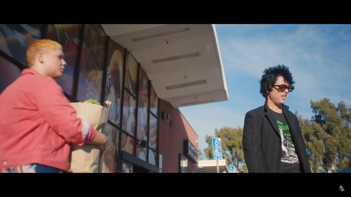 Billy Joe Armstrong outside a supermarket in the video for Oh Yeah!