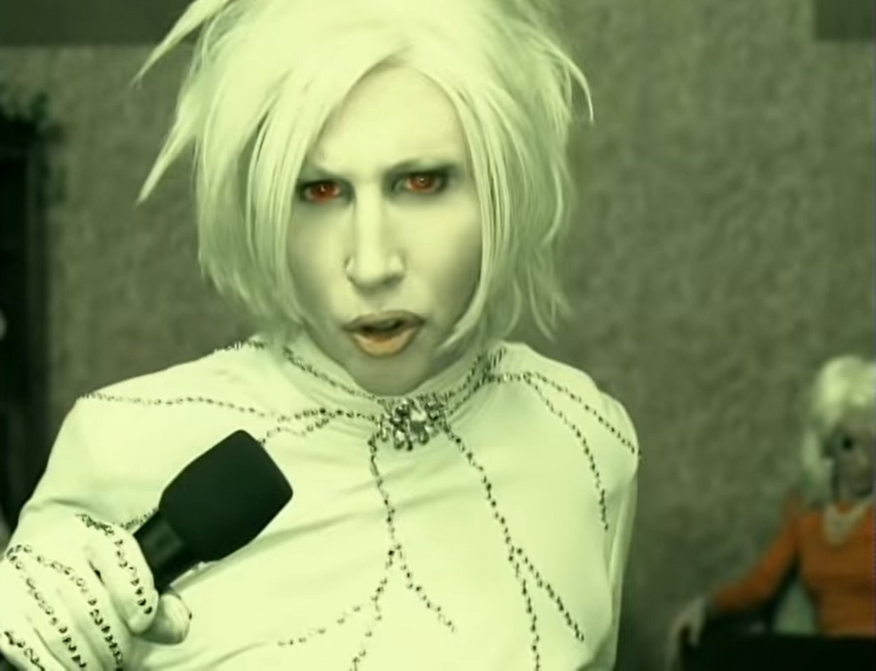 """Marilyn Manson singing in the """"I Don't Like the Drugs (But the Drugs Like Me)"""" music video"""