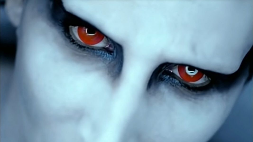 Marilyn Manson with red eyes