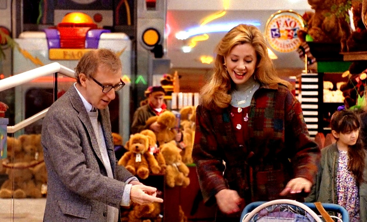Lenny Weinrib and Linda Ash run into each other at a toy store where she introduces him to her child