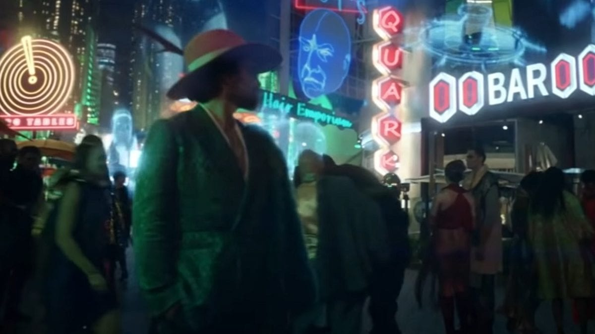 Picard S1E5 - Rios, in full pimp wardrobe, steps out into the neon lit streets of Freecloud