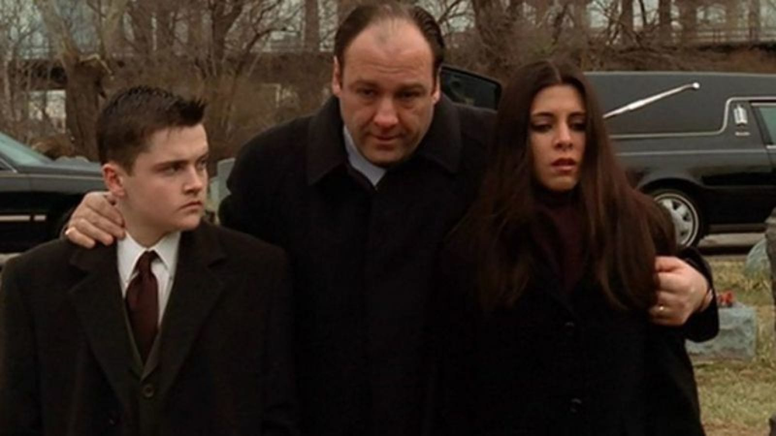 Tony escorts A.J. and Meadow to a funeral