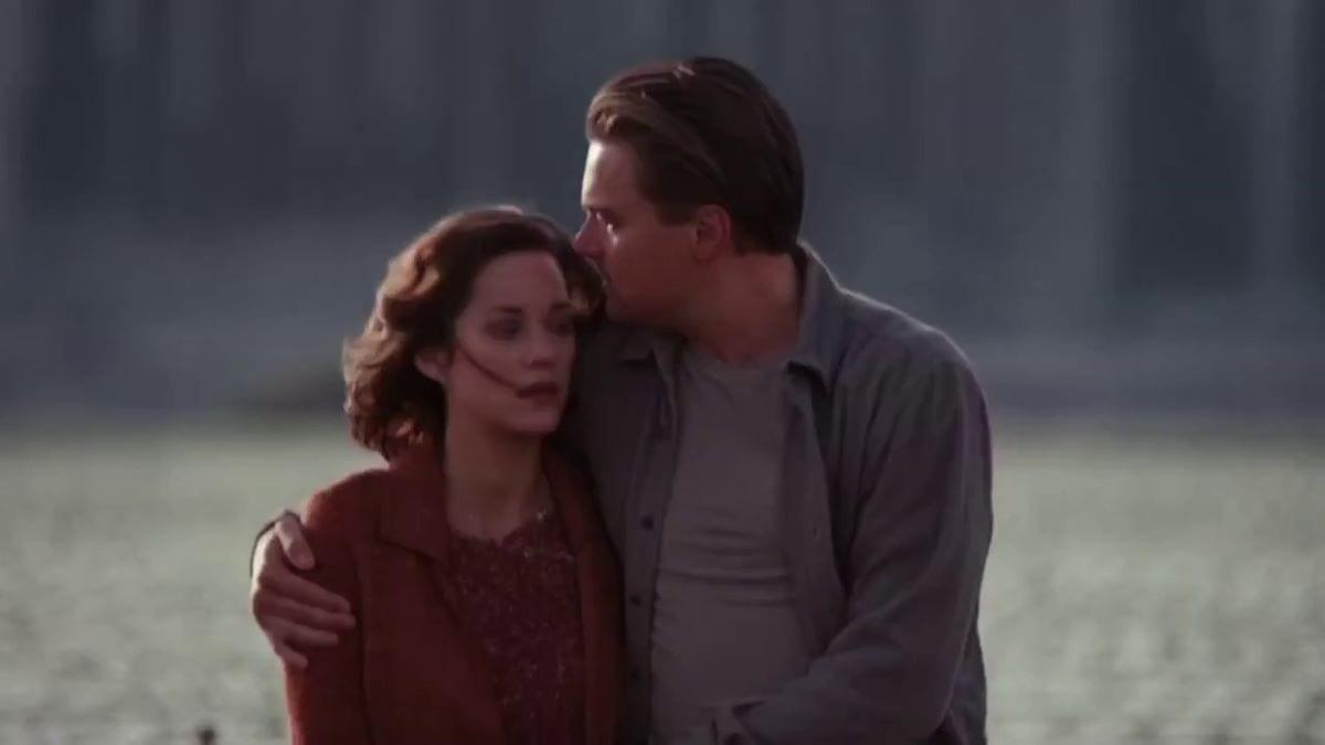 Leonardo DiCaprio and Marion Cotillard walk in the dream in Inception