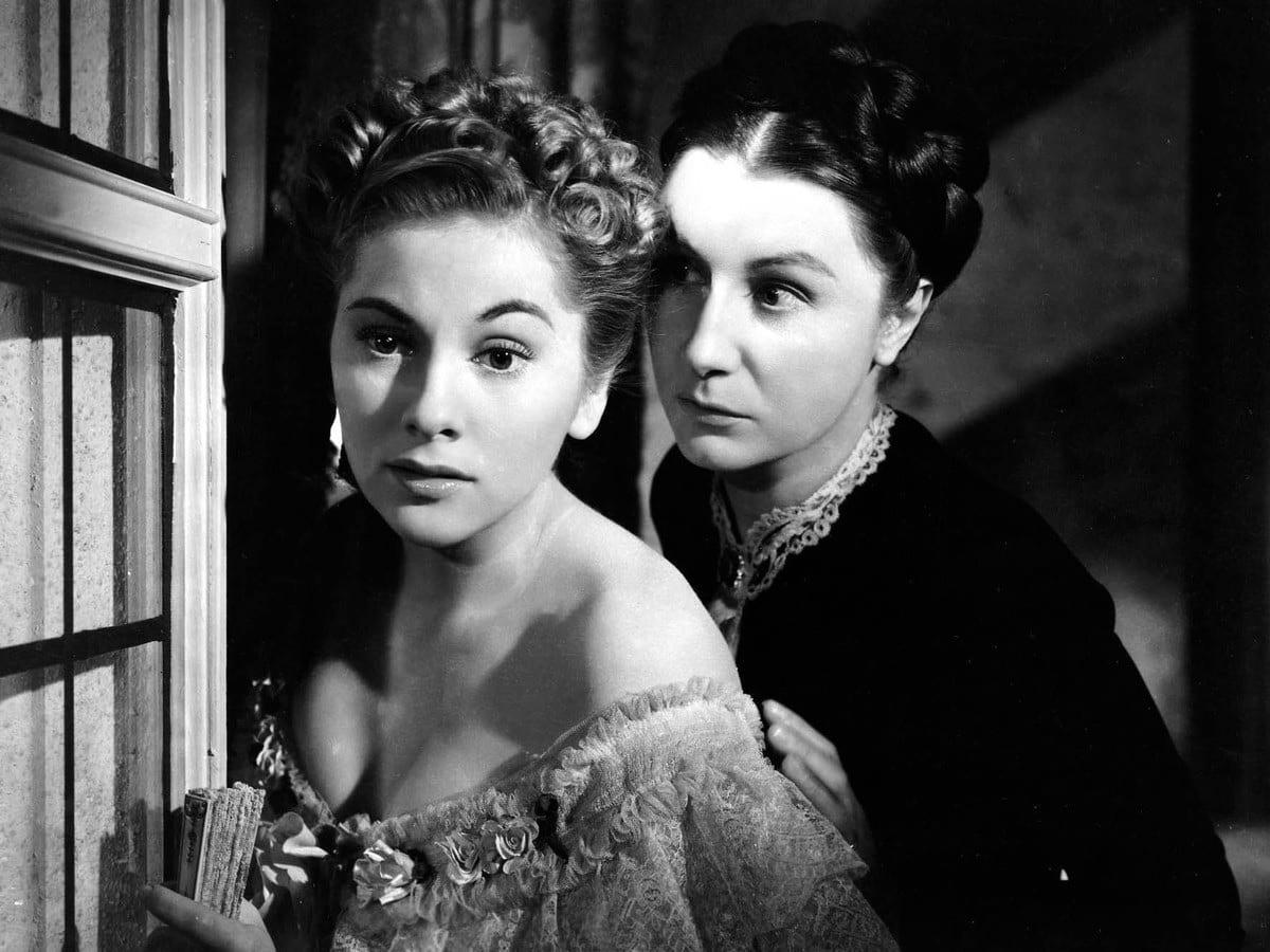Mrs. Danvers attempts to talk the second Mrs. de Winter into suicide.