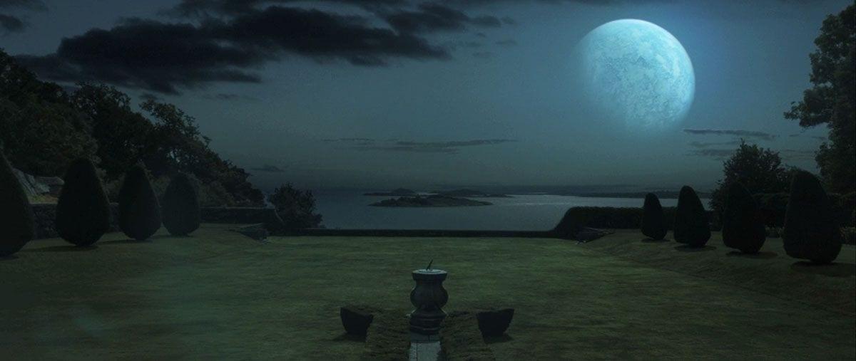 Melancholia heads towards Earth