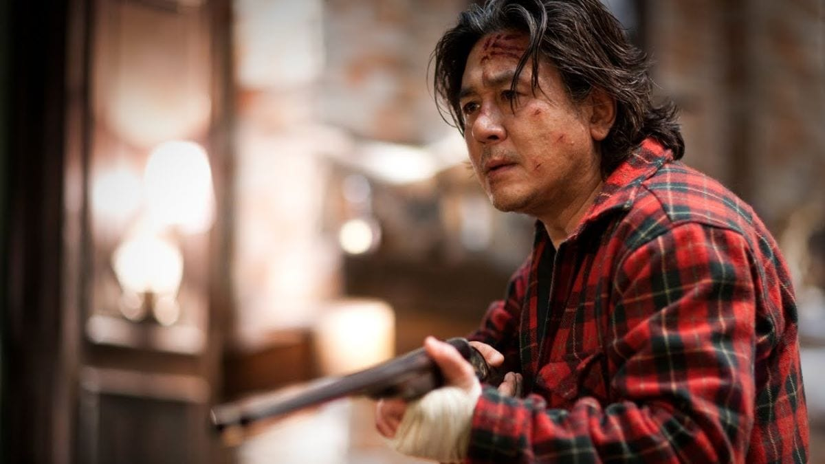 The brutal killer Kyung-chul with a shotgun in I Saw the Devil