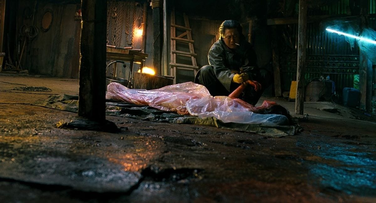 Kyung-chul prepares to dismember his latest victim in I Saw the Devil
