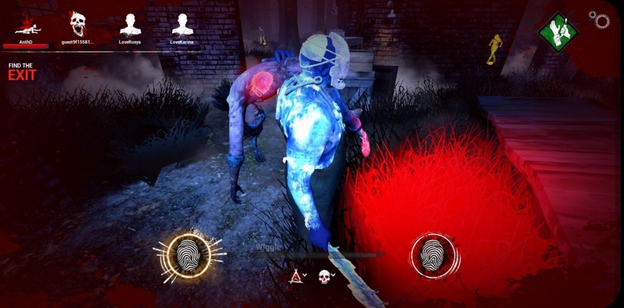 As the Trapper carries Claudette, the screen shows the buttons needed to struggle out of his grasp