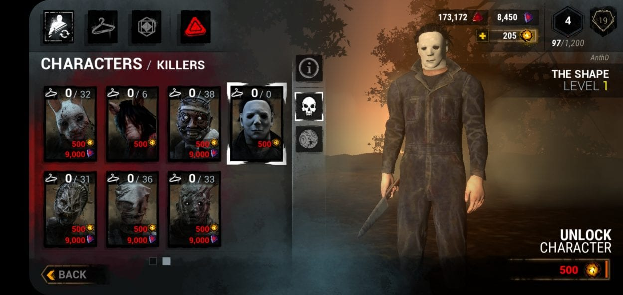 Killer selection screen shows Michael Myers and other available choices